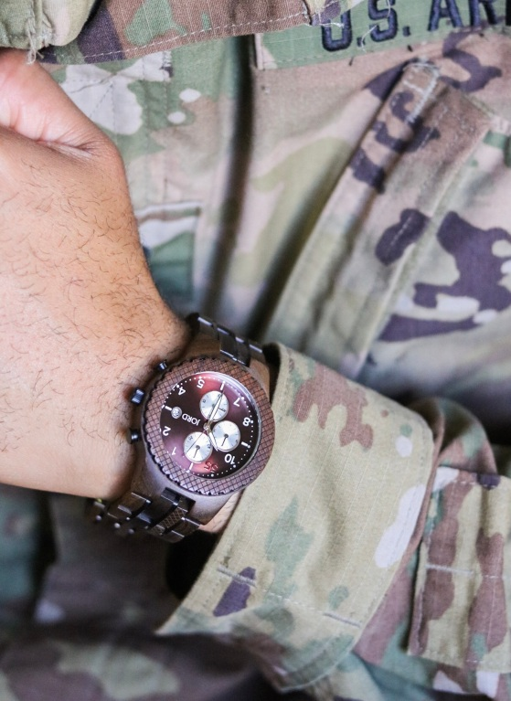 https://www.woodwatches.com/series/conway/dark-sandalwood-and-burgundy